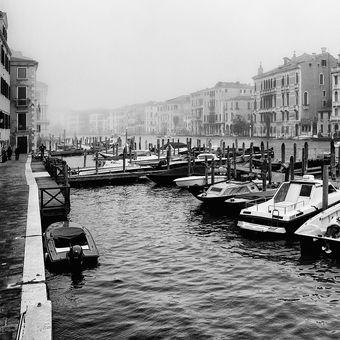 Benátské černobílo