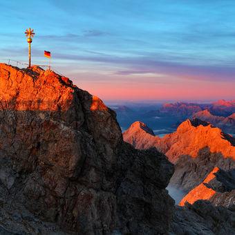 Svítání pod vrcholem