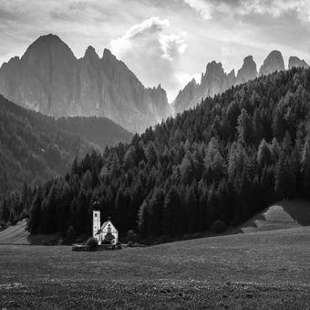 kostelík v Dolomitech