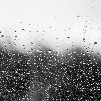 Okno po dešti