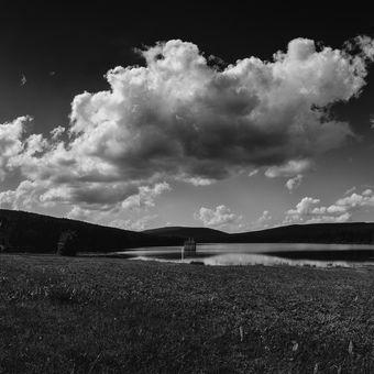 Oblaka nad Soušskou přehradou