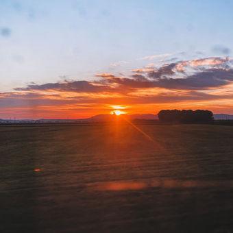 Včerejší východ slunce ve vlaku