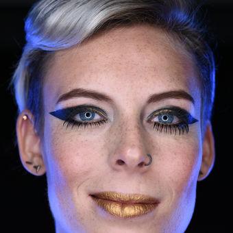 Portrét s modrým světlem