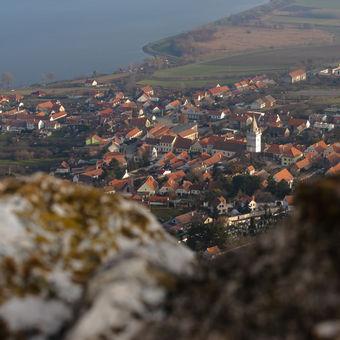 Pohled na Pavlov z hradu Děvičky