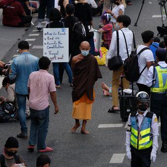Uprostřed demonstrace