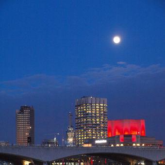 Měsíc nad Temží