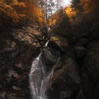 Velký vodopád na černém potoce