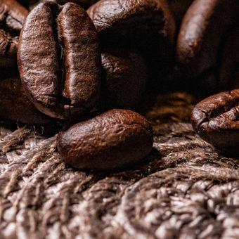 Káva..