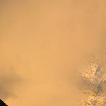 Na Breithornu hoří
