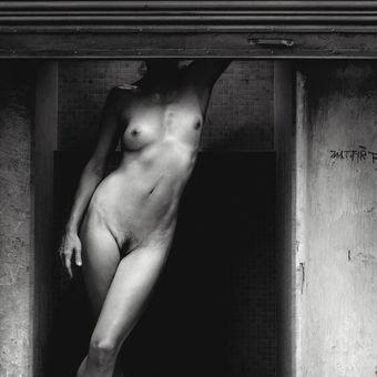 skladované tajemství v temné budově...