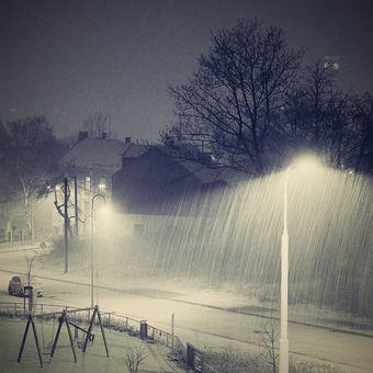Sněží ...