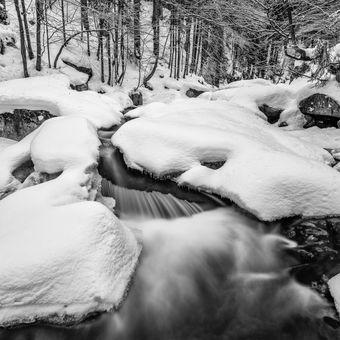 Mumlavské kaskády pod sněhem