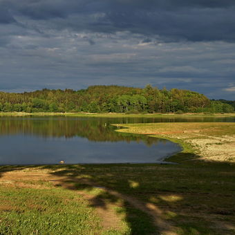 na hrázi Žárského rybníka