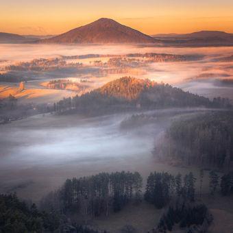 Jarní východ slunce