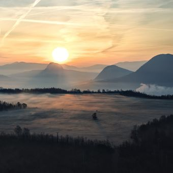 Východ slunce nad Bořní