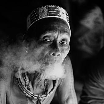 Šaman z kmene Mentawai