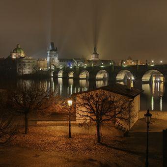 Skoro novoroční most