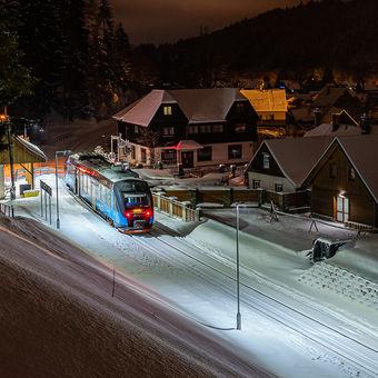 Vlak do stanice Zima