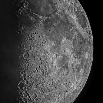 Měsíc v detailu