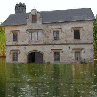 Průvodce po hradech a zámcích 08 - Vodní tvrz Čvachtáň