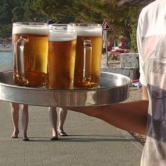 ...a potom,že pivo nemá nožičky...