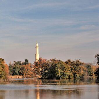 Minaret v barvách podzimu