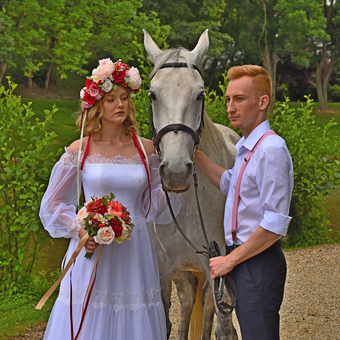Nevěsta, ženich a kůň.