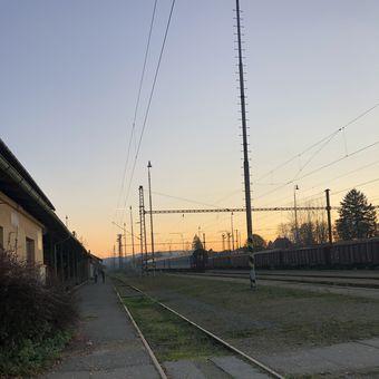 Sluneční záře na nádraží