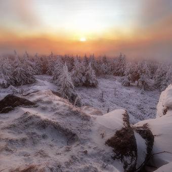 Mlhavý východ na Vozkovi