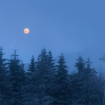 Vycházející Měsíc