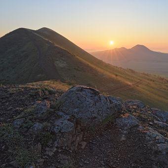 Svítání mezi sopkami