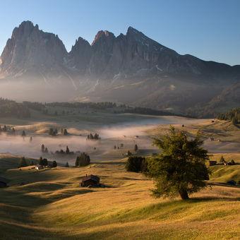 ranní mlhy v Dolomitech
