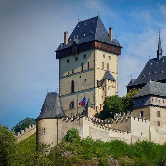 Majestátní hrad Karlštejn...