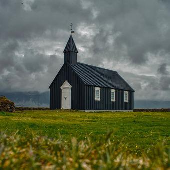 Černý kostel Buðir