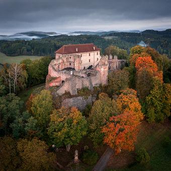 Podzimní hrad Pecka