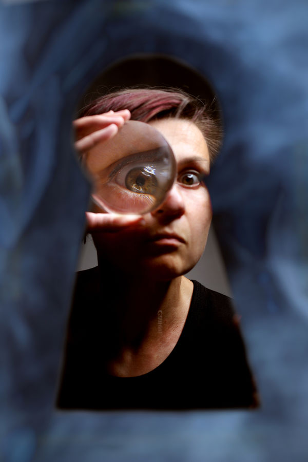 Autoportret se zvětšovacím sklem