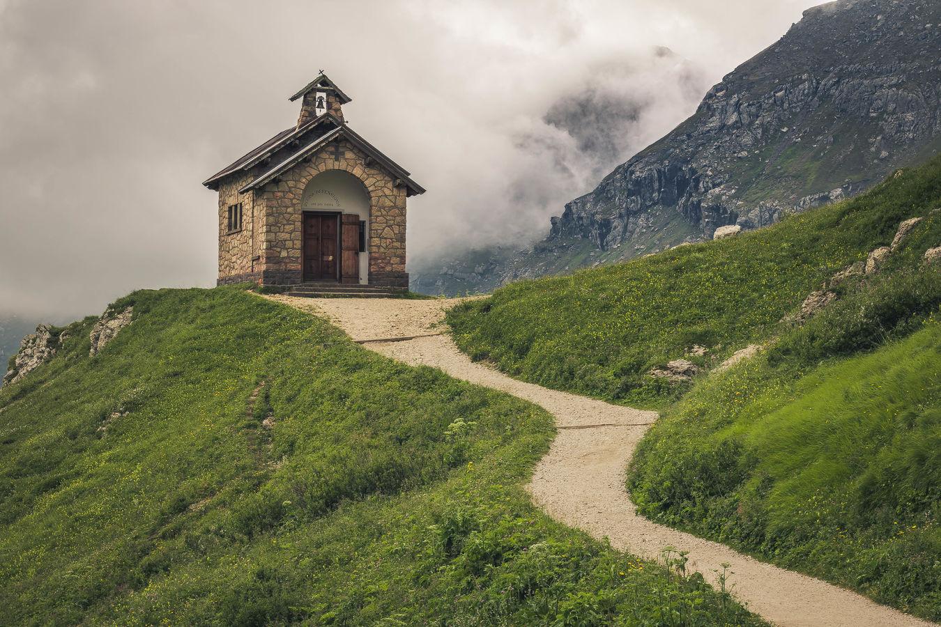 Kaplička na Passo Pordoi