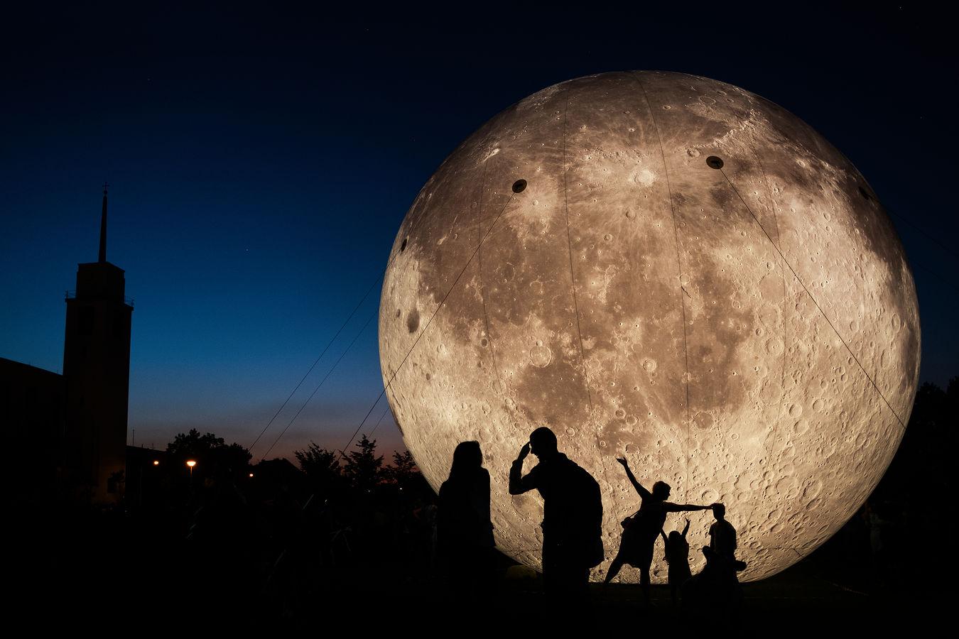 Do Brna na Měsíc...