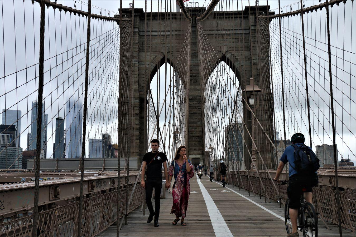 Dva na mostě.