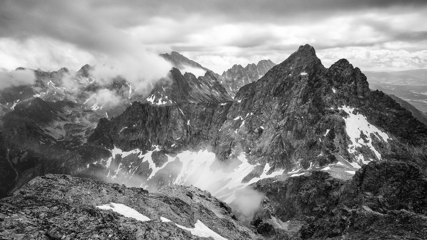 Na horských štítoch...