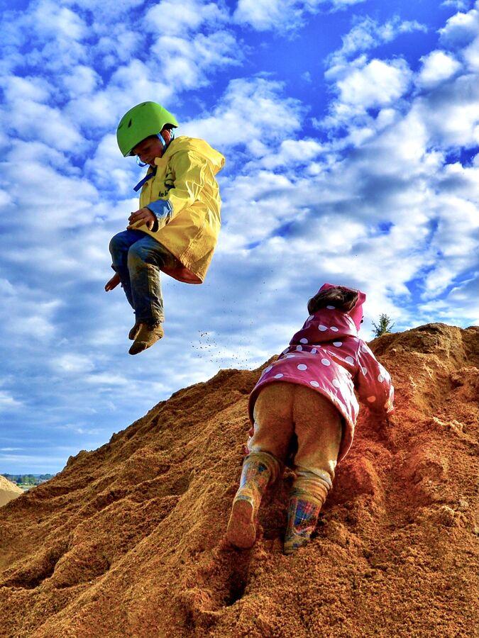 Na hromadě písku