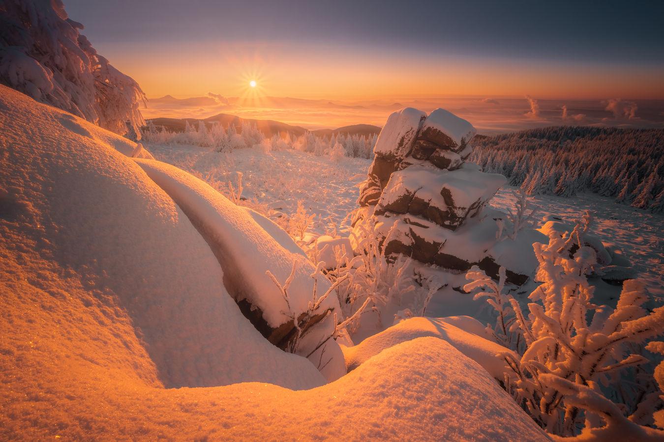 Mrazivý východ slunce v Krušných horách