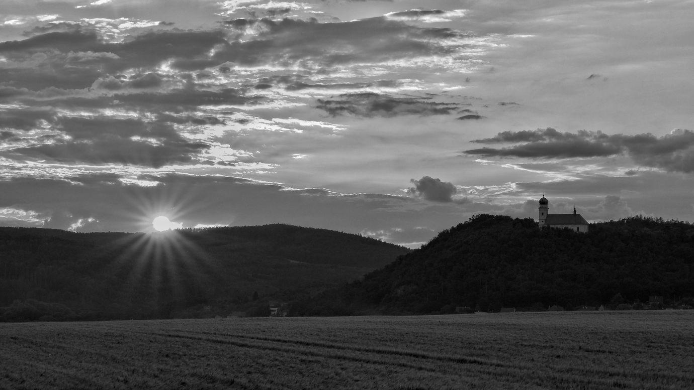 Západ slunce u kostela svatého Martina