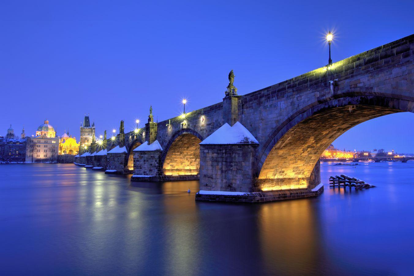 Karlův most - zimní záběr