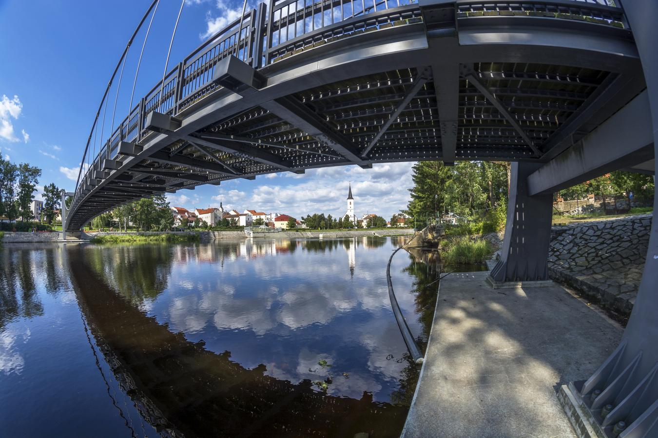 Řeka Otava pod Strakonickým hradem.