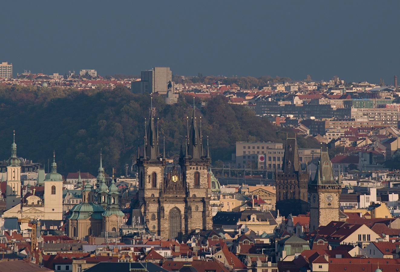 Praha desetivěžatá