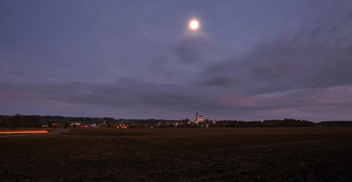 měsíc nad Luží.