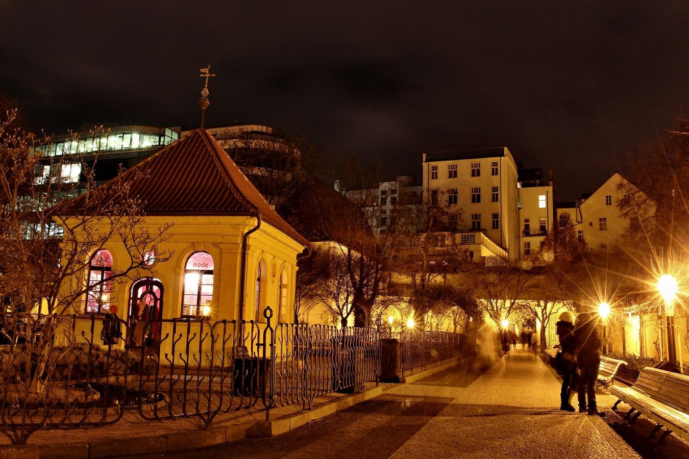 Noční Františkánská zahrada