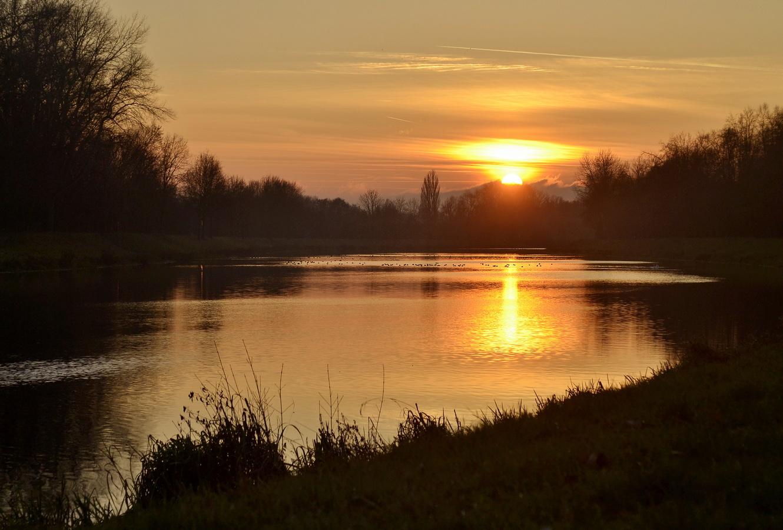 prosincový západ slunce u Labe