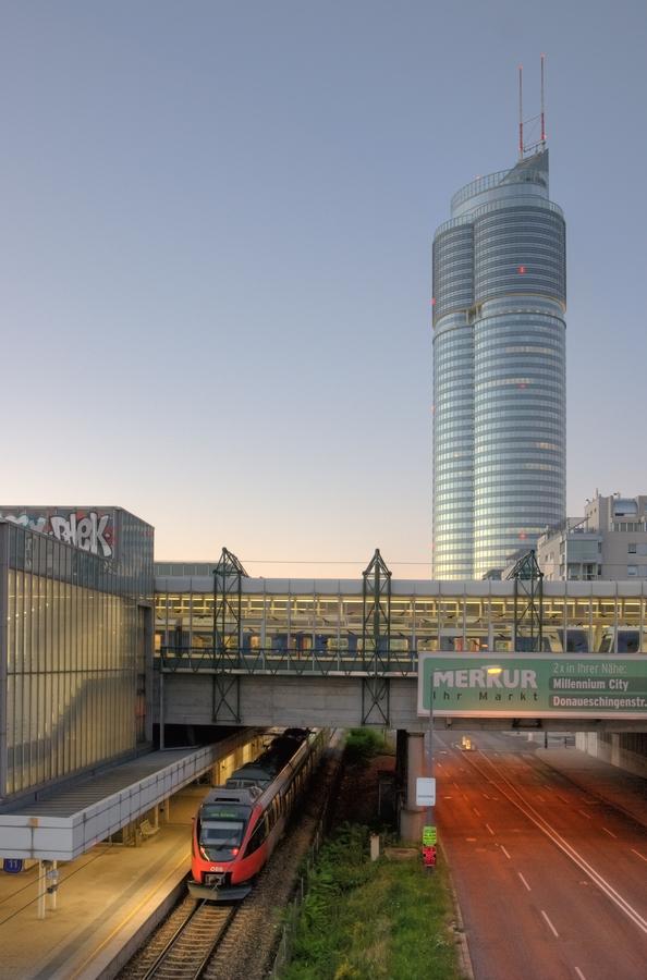 Východ slunce nad Millennium Tower